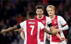 أياكس يفوز بريدا بثلاثيه في الدوري الهولندي