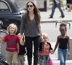 ما هي نصائح أنجلينا جولي لبناتها؟