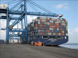 وصول 122 ألف طن فول صويا وذرة إلى ميناء الإسكندرية