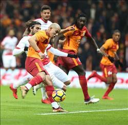 جالطة سراي يفوز بثلاثيه على أنطاليا سبور ويستعيد صدارة الدوري التركي