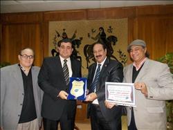 """جمعية  """"محبى الأطرش"""" تكرم رئيس الهيئة العامة لدار الكتب"""