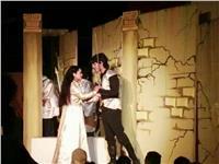 """توافد الجماهير بقصر ثقافة فارسكور لمشاهدة العرض المسرحي """"حول قبر الملك"""""""