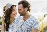 دراسة: الرجال بعمر الأربعين ينجذبون لفتايات العشرين !!