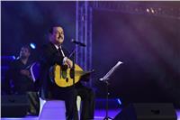 لطفي بوشناق يغني للحب والوطن في مهرجان الفجيرة