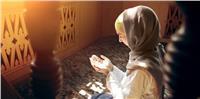 حكم من نسي قراءة سورة أو كررها بعد الفاتحة.. «الإفتاء توضح»