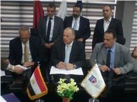 رئيس الإسماعيلي يوقع عقد المشاركة في البطولة العربية
