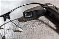 فيديو وصورl تصميم غريب من «توشيبا» لنظاراتها الذكية