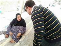 تمشي على ركبتيها.. قصة «تدخل سريع» أنقذ مسنة بلا مأوى