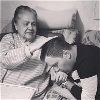 «إدوارد» يوجه رسالة مؤثرة لوالدته في «عيد الأم»