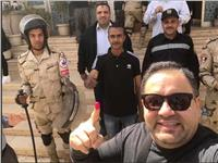 «مصر تنتخب»| إدوارد يدلي بصوته في الانتخابات.. صور