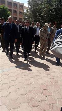 محافظ الفيوم ومدير الأمن يتفقدان اللجان الانتخابية