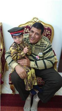 والد شهيد : وجودي وأبنائي وأحفادي في الإنتخابات رسالة للعالم بأن مصر قوية