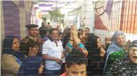 مصر تنتخب| مظاهرة نسائية وطلابية «في حب مصر» أمام لجنة أبو الغيط بالقليوبية