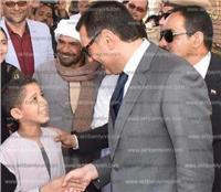 مصر تنتخب| محافظ أسيوط يتفقد لجان «أبنوب» و«عرب القداديح» ويصافح الناخبين