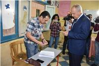 مصر تنتخب| بالصور.. أحمد أبوالغيط يدلى بصوته في مصر الجديدة