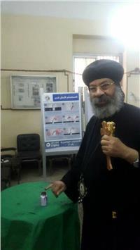 مصر تنتخب| الأنبا رافائيل يدلي بصوته في الانتخابات الرئاسية