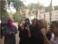 مصر تنتخب | وصول «ندى بسيوني» للجنة مدرسة الجمهورية بالمعادي للإدلاء بصوتها