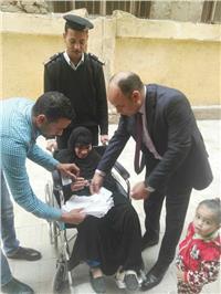 إقبال كثيف على لجنة مدرسة بالصف قبل غلق اللجان بساعتين