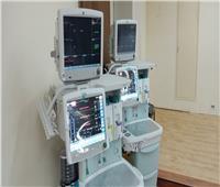 «الهجرة» تستلم مستشفى أبو الريش 25 جهاز تخدير ومونيتور