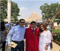 شاهد  «آسف ياريس» تنشر صورًا جديدة لعائلة مبارك