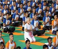 بالصور.. آلاف يشاركون رئيس وزراء الهند في إحياء اليوم العالمي لليوجا
