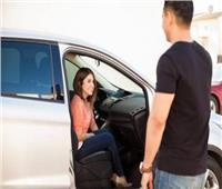 حكم ركوب المرأة مع زميلها في السيارة وحدهما| «الإفتاء تجيب»