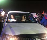 شاهد أول امرأة سعودية تقود سيارتها بالدمام | فيديو