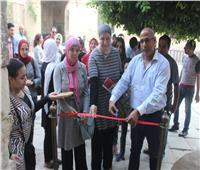 صور| «عبد الوهاب» يفتتح معرض «لمحات» بقصر طاز
