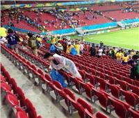 روسيا 2018| الجمهور الياباني ينظف المدرجات عقب التعادل أمام السنغال