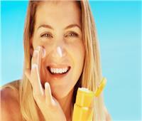 10 نصائح للعناية ببشرتك في فصل الصيف.. تعرفي عليها