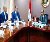 وزير التجارة يبحث تطوير «صناعة ودباغة الجلود»