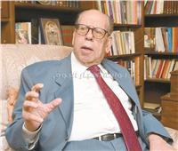 د. صلاح فضل: 30 يونيو هزمت الفاشية الدينية وأعادت عجلة الإنتاج للدوران
