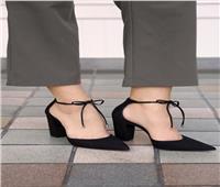 بالصور.. الحذاء الأسود عنوان للأناقة