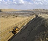 الصين تبدأ بناء طريق تجاري في أكبر صحراء متحركة في العالم| صور