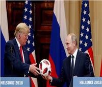 قمة هلسنكي| شاهد .. ترامب يأخذ كرة المونديال من بوتين ويعطيها لـ«حبيبته»