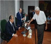 وزير الزراعة يجري قرعة علنية على 20 تأشيرة حج للعاملين بالوزارة
