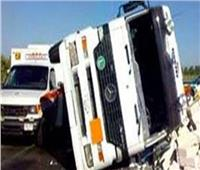 إصابة 8 أشخاص إثر حادث تصادم أتوبيس وسيارة نقل أعلى طريق الكريمات