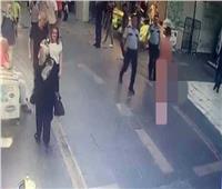 بعد قتله لأمه| تركي يسير «عاريا» في الشارع