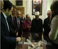شيخ الأزهر يتفقد أقدم مخطوطة للقرآن الكريم في العالم