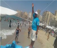 منقذو الغرقى على «شط إسكندرية».. غطاسون يبحثون عن طوق نجاة