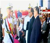 فيديو وصور| الرئيس السيسي يكرم أوائل دفعة خريجي طلاب كلية الشرطة
