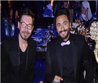 شاهد| أحمد زاهر يُغني «عيش بشوقك».. ويوجه رسالة لـ«تامر حسني»