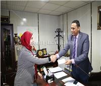 «سكرتير عام المنوفية» يسلم جوائز الفائزين في سحب «شهادات أمان»