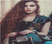 ياسمين متمردة «فوق السحاب» في جلسة تصوير جديدة