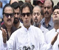 عمران خان يستعد لإجراء محادثات تشكيل ائتلاف في باكستان