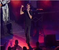 فيديو| عمرو دياب يُغني «ده لو إتساب» بحفل اليونان