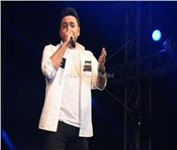 صور|تامر حسني يتألق في حفل جامعة هليوبوليس