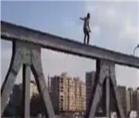 انتحار شاب من أعلى كوبري الساحل بإمبابة