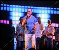صور| «دياب» يتألق في أقوى حفلات الصيف بمطروح