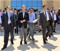 وزير الاتصالات يتفقد المنطقة التكنولوجية بمدينة السادات